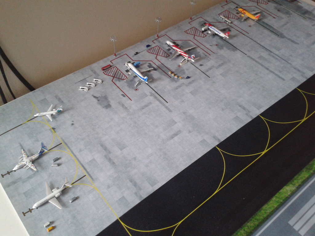 Aeroporturi in miniatura 1:400 - 1:500 2014_08_15_18_35_05