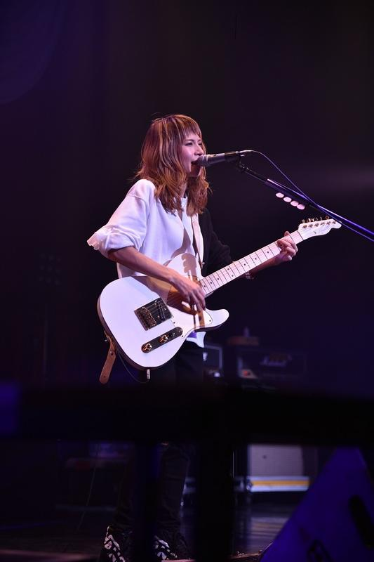 SCANDAL's Signature Fender Models HARU