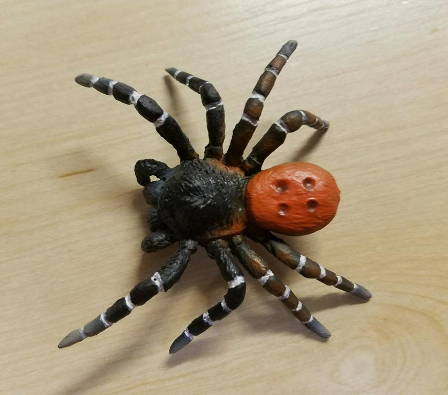 Velvet Spider (Bullyland) Eres_kollari1