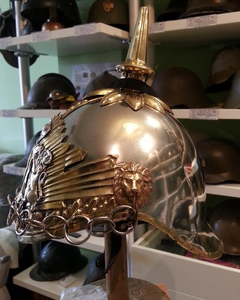 "casco - Casco Mod. 1875 de Oficial de Lanceros del Regimiento Nº1 ""del Rey"". 20150416_181217b"