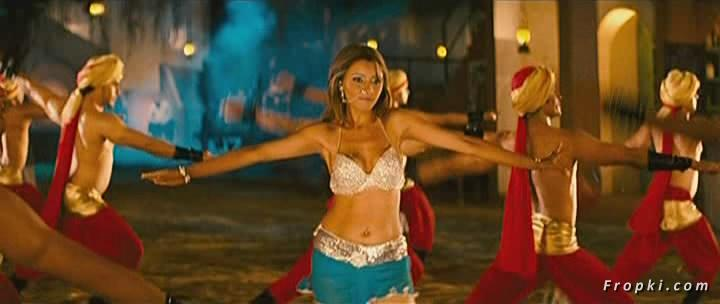 Arti Chabria enjoyed by extras in item song Arti_Chabria_Dance_10