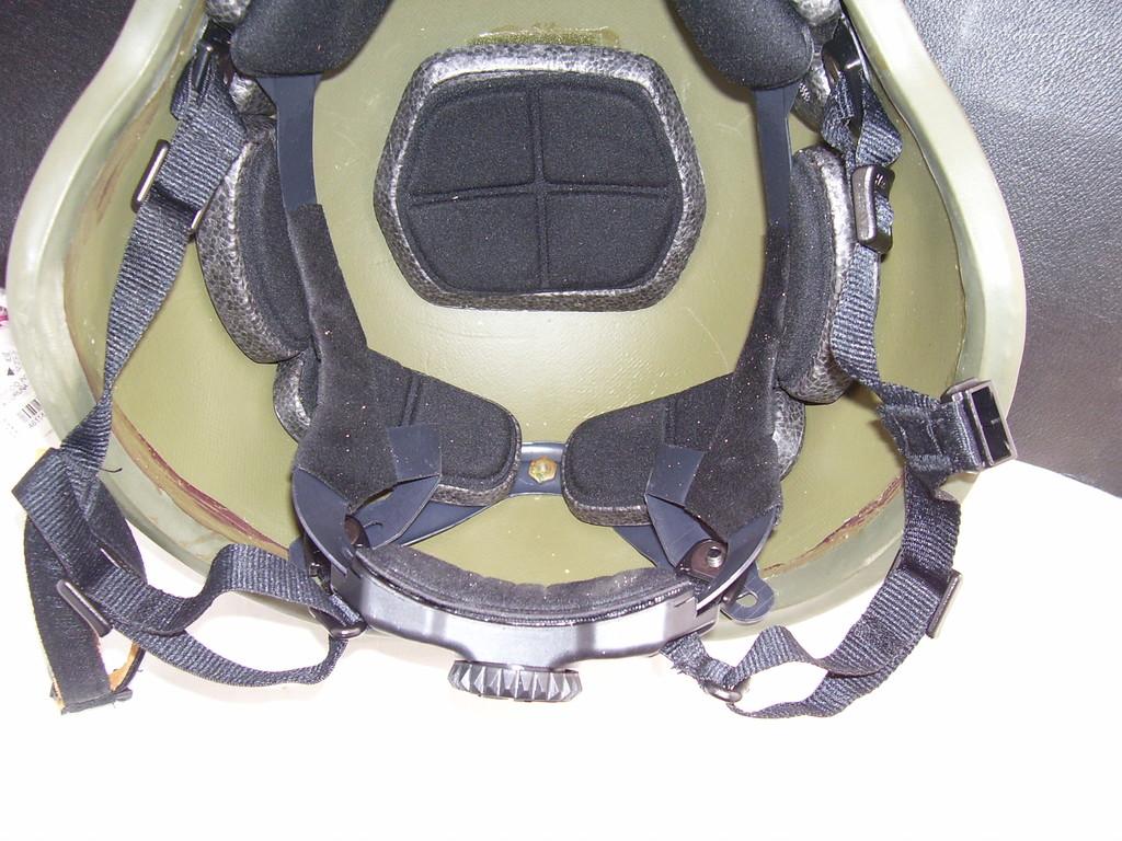 Noviembre de 2014 - Diciembre de 2016. Nuevo casco de combate para el Ejército español. 100_2721