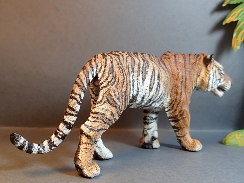 Repainting a TIGER in ``Kosta`s style`` :D - Page 4 Tigro_Walk4_zpswcfragfp