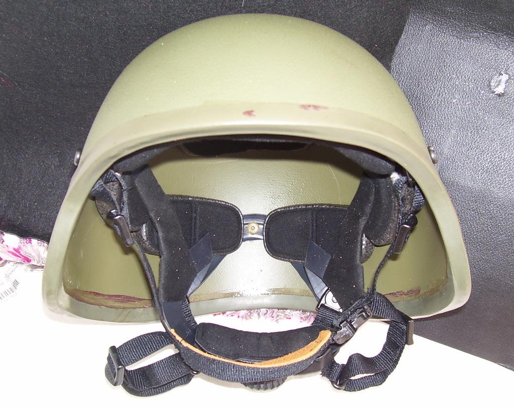 Noviembre de 2014 - Diciembre de 2016. Nuevo casco de combate para el Ejército español. 100_2727