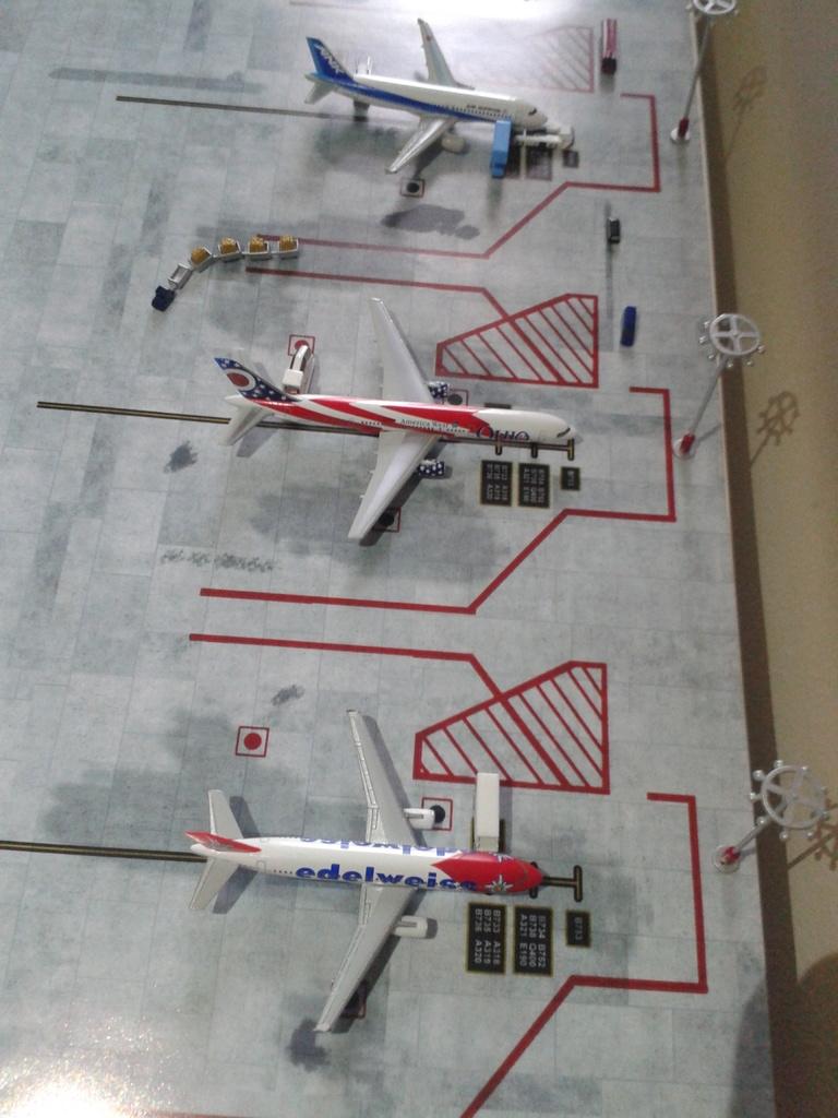 Aeroporturi in miniatura 1:400 - 1:500 2014_08_15_18_34_30