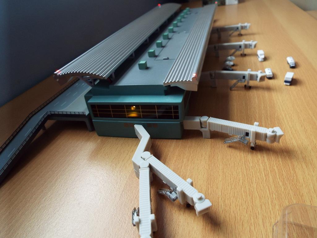 Aeroporturi in miniatura 1:400 - 1:500 DSCF3265