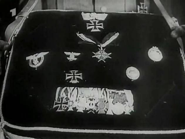 Explicación de las medallas del Ejercito del Régimen como se otorgan Generalfeldmarschal_Erwin_Rommel_39