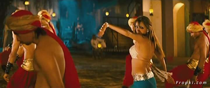 Arti Chabria enjoyed by extras in item song Arti_Chabria_Dance_11