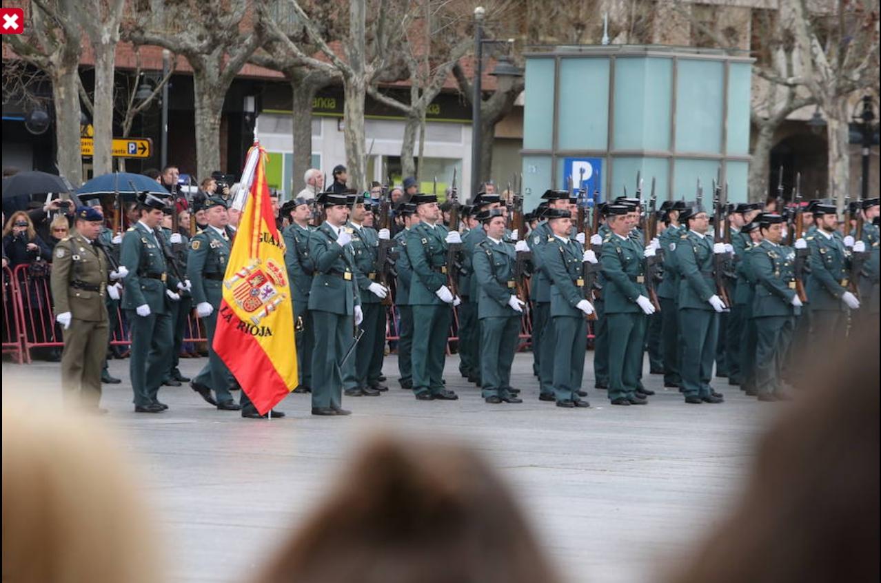 """Bayoneta CETME C para la Guardia Civil y """"de Exportación"""". Diferencias. 20160316_Entrega_Bandera_Comandancia_Logro_o_001"""