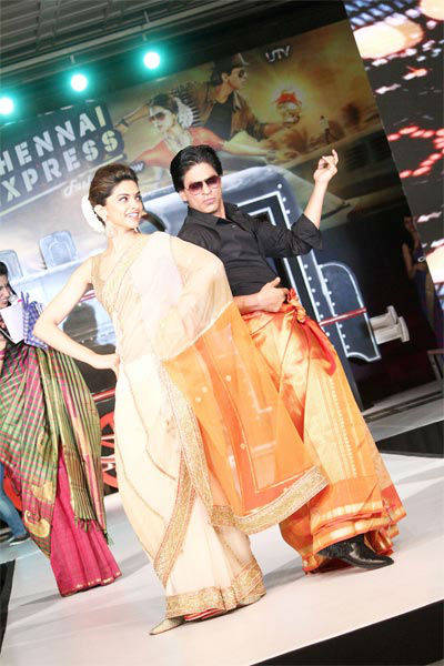All aboard Chennai Express with SRK, Deepika Msid_21646821width_614height_630_cms