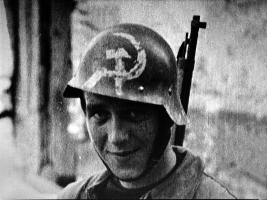casco - casco adrian frances con estrella de Brigadas Internacionales 022_Foto_18_TRUBIA_1930_con_HOZ_y_MARTILLO