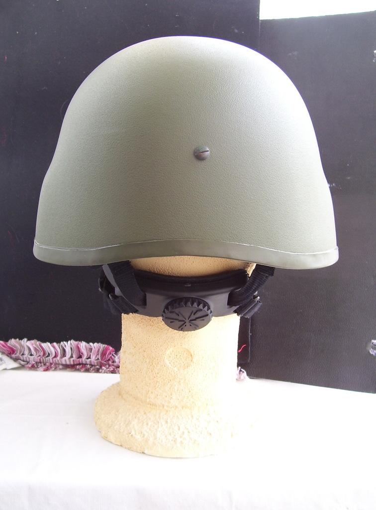 Noviembre de 2014 - Diciembre de 2016. Nuevo casco de combate para el Ejército español. 100_2714