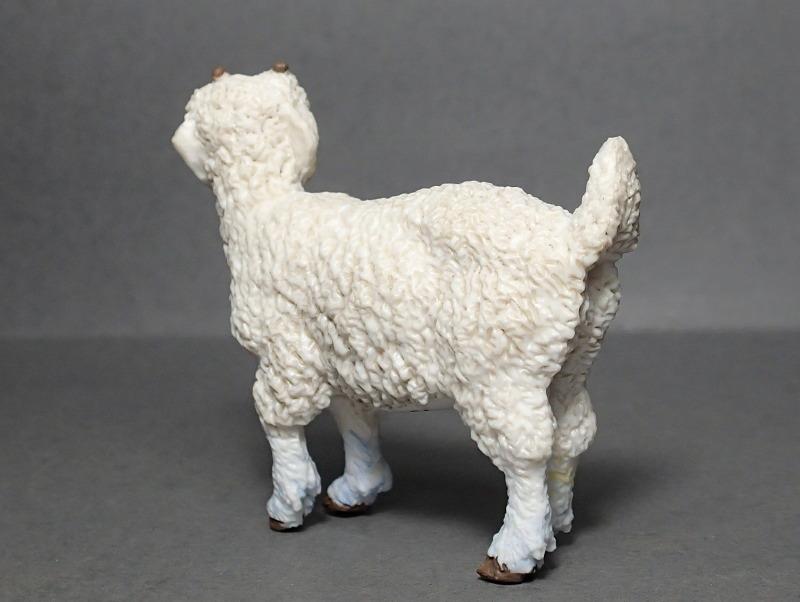 Five fantastic, fuzzy farm figures from Papo !!! :-D Fuzz_Goat_Kid3