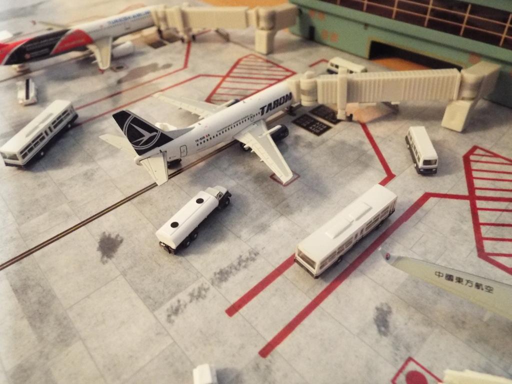 Aeroporturi in miniatura 1:400 - 1:500 DSCF5571