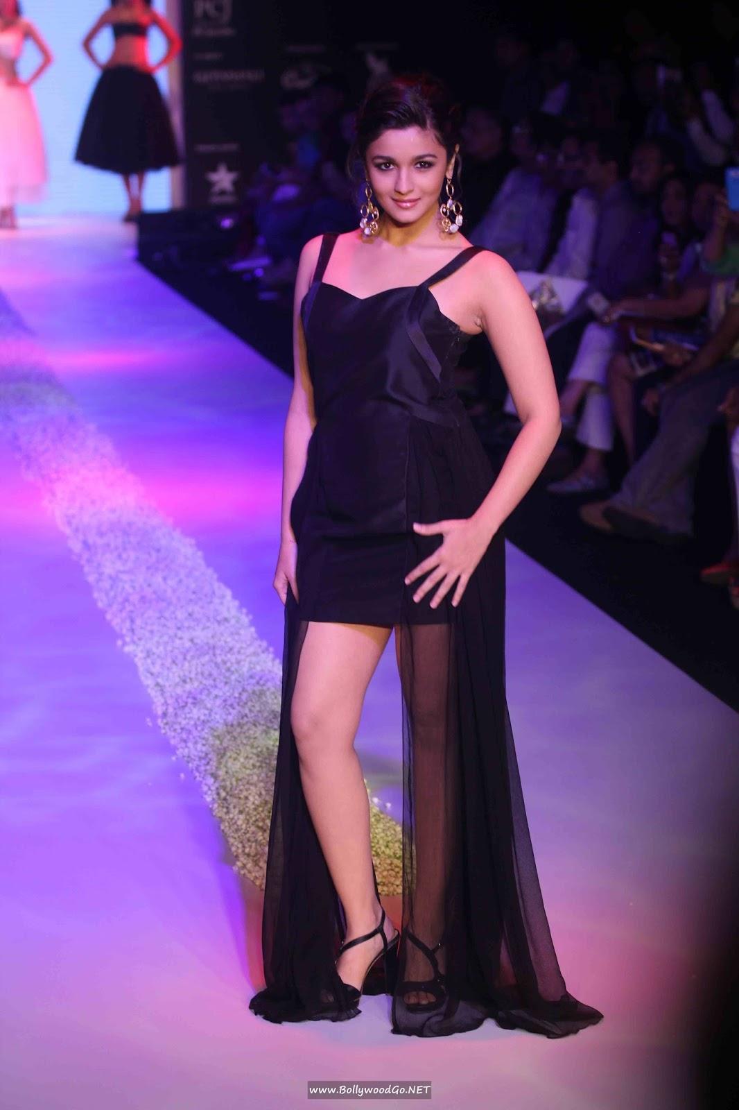 Alia Bhatt Sizzling Ramp Walk 1