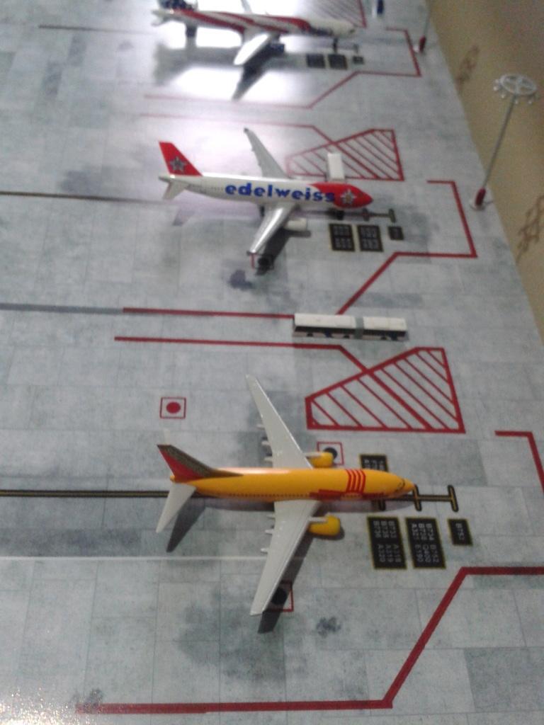 Aeroporturi in miniatura 1:400 - 1:500 2014_08_15_18_34_18