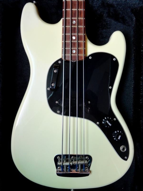 Review: Fender Musicmaster Bass (USA, 1978) DSC07657