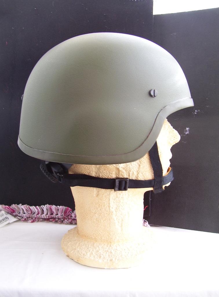 Noviembre de 2014 - Diciembre de 2016. Nuevo casco de combate para el Ejército español. 100_2715