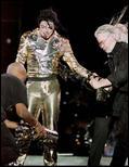 I famosi Gold Pants - Raccolta for PDA fan's club - Pagina 40 1960207_goldpants12