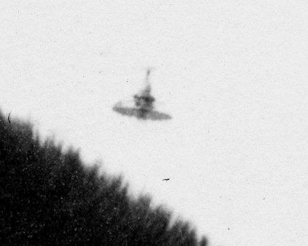 Une soucoupe volante photographiée en 1978 ... L9-Burbank-California-USA-June-1945-2