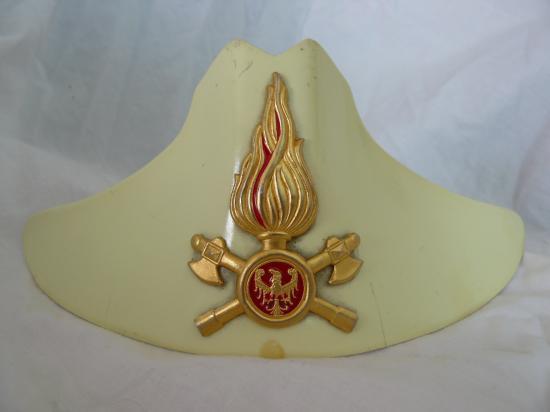 Photos Plaques des casques des Pompiers  Comte-de-Trento