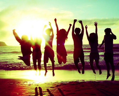 Calling all friends for an immediate help - Page 2 Amazing-beach-friends-friendship-love-Favim.com-256710