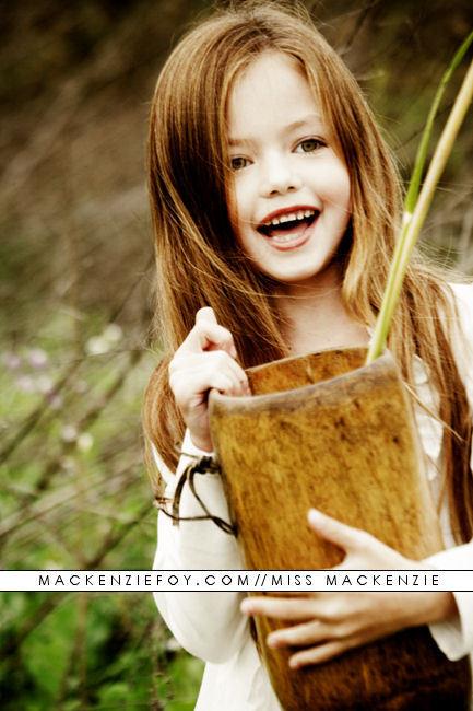 მაქენზი ფოი//Mackenzie Foy Adorable-breaking-dawn-mackenzie-foy-nessie-cullen-renesmee-carlie-cullen-Favim.com-260573