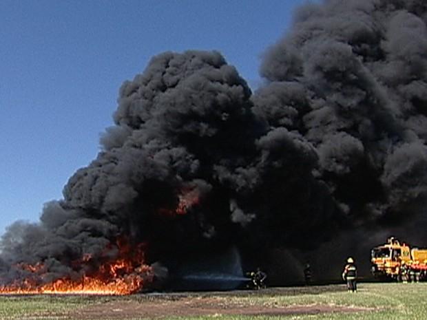 aeroporto - [Brasil]Infraero simula acidente no aeroporto de Uberaba, MG  Treinabombeiro