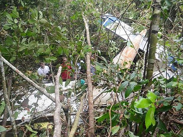 [Brasil] Avião agrícola cai em fazenda e deixa piloto gravemente ferido em MT Cai_aviao_sorriso