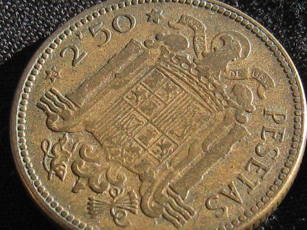 2,50 Pesetas 1953 (* 19-56). Francisco Franco. Estado Español. ¿Esta moneda vale algo? IMG_0672