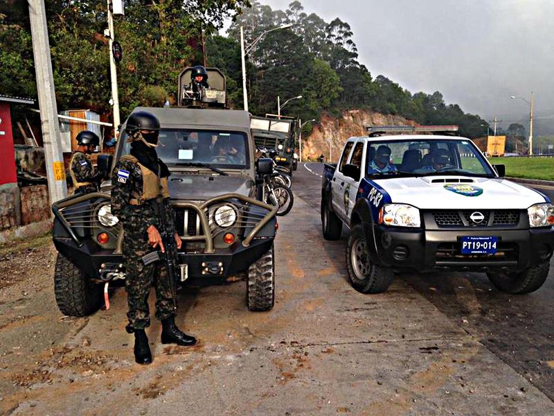Fotos y videos de las FFAA de Honduras y equipos de los Bomberos 916fe8fa8fb00207400b7bacf873e1b6