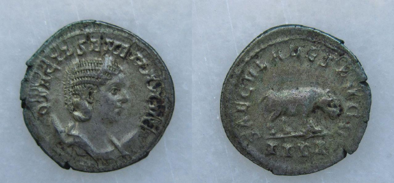 Antoniniano de Otacilia Severa. SAECVLARES AVGG. Hipopótamo. Antoniniano_Otacilia_Severa_SAECVLARES_AVGG