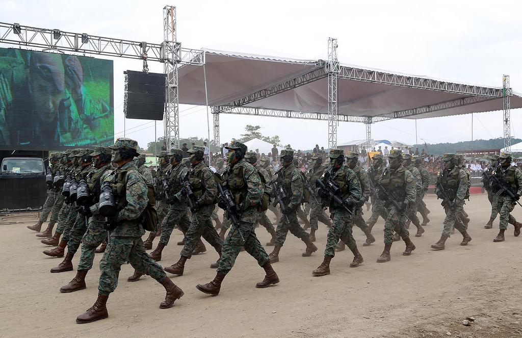 Armée Equatorienne/Fuerzas Armadas del Ecuador - Page 4 0_23