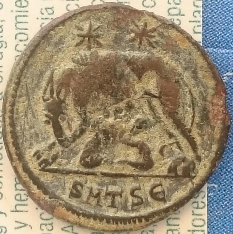 AE3 conmemorativa de Roma. VRBS ROMA / La loba con los gemelos. Ceca Tesalónica DSC_0014