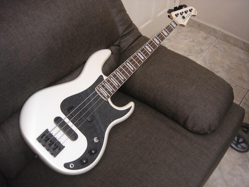 Precision Bass 4 cordas - GusVCD DSC04550