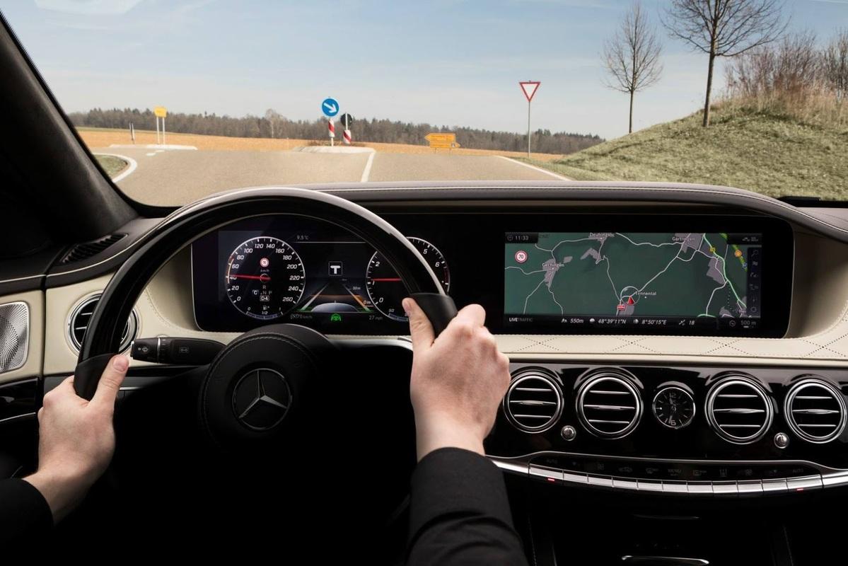 Classe S 2018 terá novos sistemas de assistência ao condutor Merc-teases-sclass-fl-interior-2