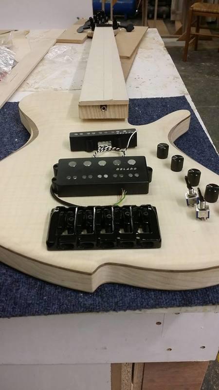 Construção caseira (amadora)- Bass Single cut 5 strings - Página 4 11944993_10153636672419874_1370284863_n