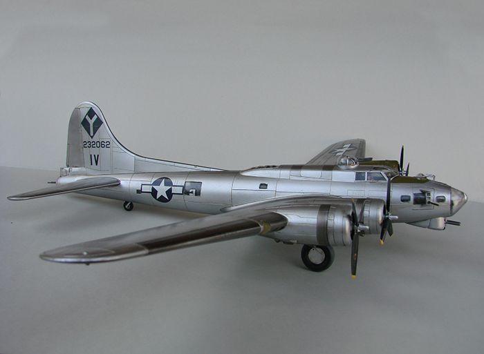 Do Božića B-17G, Academy, 1/72 DSC04364