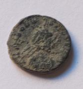 AE4 de Teodosio I. SALVS REI-PVBLICAE. Victoria avanzando a izq. Cyzicus. Bajo1