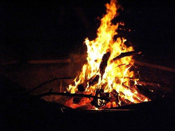 plamen-vatra - Page 3 Scouts_campfire