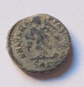AE4 de Teodosio I. SALVS REI-PVBLICAE. Victoria avanzando a izq. Cyzicus. Bajo1a