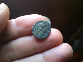 Antoniniano póstumo de Claudio II. CONSECRATIO. Altar  Thump_8448273dsc0850