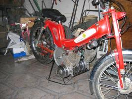 La Moby del tipo Custom de PATIÑO Thump_7112008vista-moto-entera