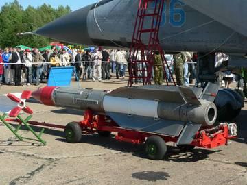 Р-33 - управляемая ракета большой дальности HW53E