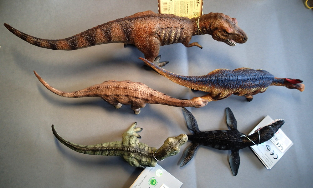 Two new medium sized Bullyland  Museum Line models 2016 : T-Rex and Liopleurodon, walk arounds Bully_Med_And_Large_zps1xa4mdgt