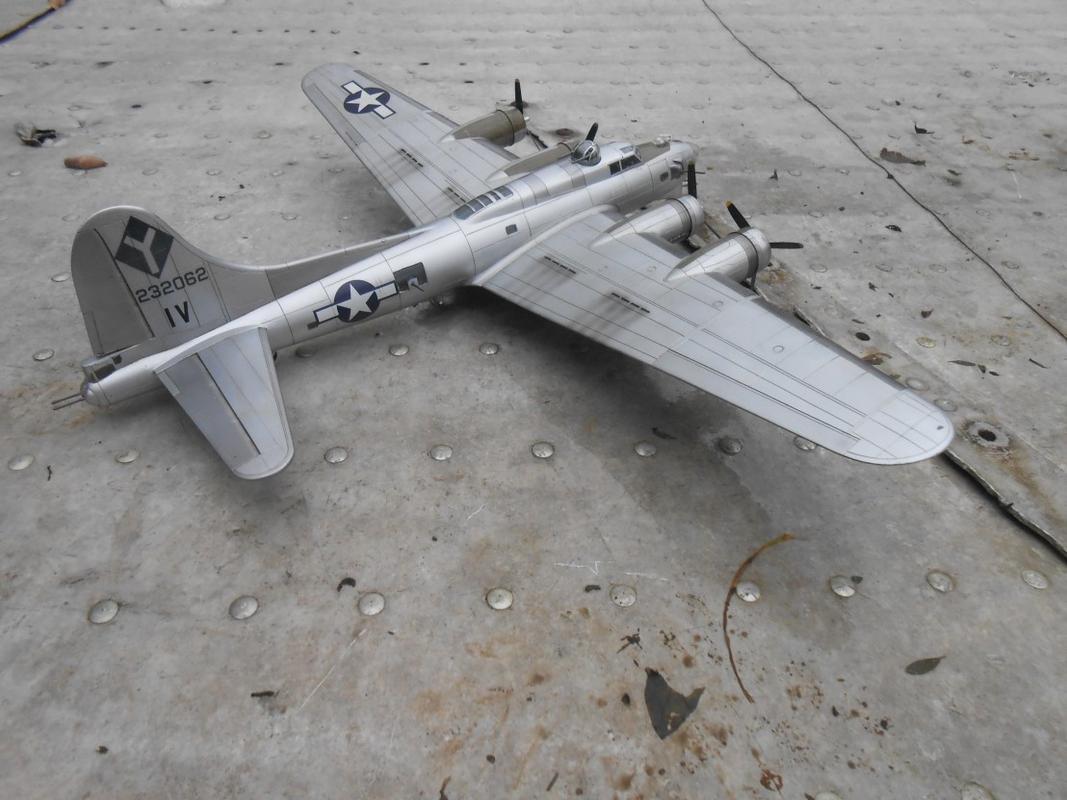 Do Božića B-17G, Academy, 1/72 DSCN3270
