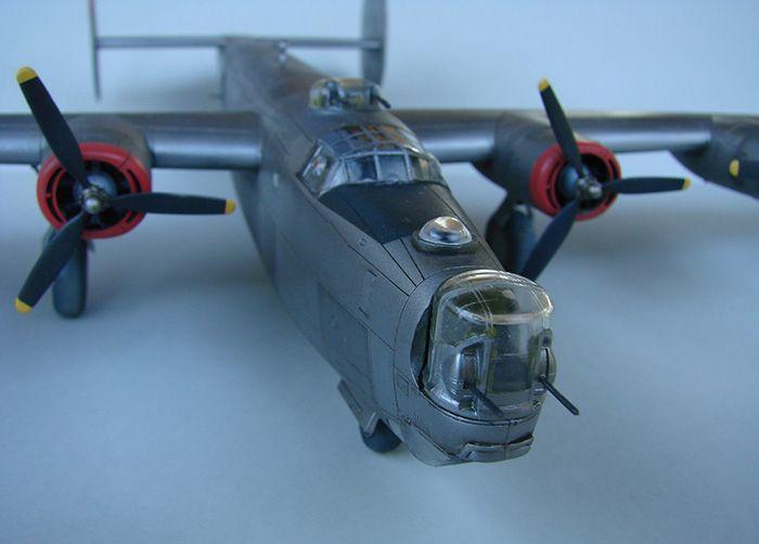 B-24J Liberator, Academy, 1/72 DSC04868
