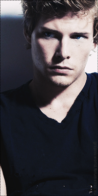 Hunter Parrish Image