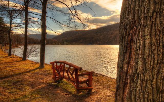 klupa nekoga čeka - Page 4 6904539_lakeside_park_bench
