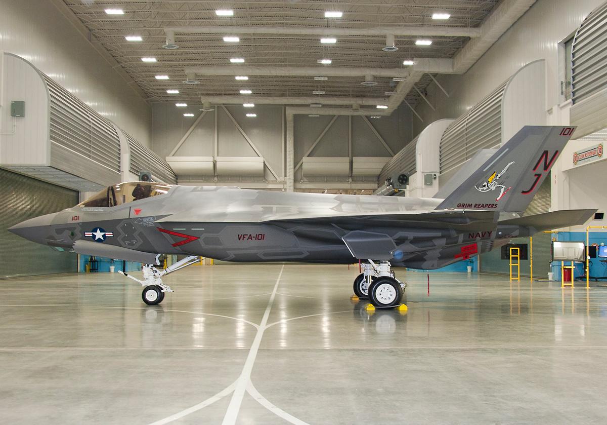 "F-35C  1/48 ... H  ""αεροπλαναρα""  !!! - Σελίδα 2 F_35_C_Grim_Reapers_1"
